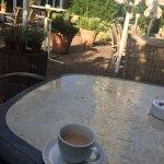 庭で朝食がとれる。
