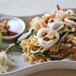 Pat-Thai with seafood ผัดไทยทะเล