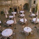 déjeuner dans la cour du château des ducs de joyeuse Aude