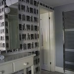Room 2 'Tryfan' bathroom