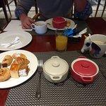 Desayuno buffet, precio suelto de 14,95€. Lo recomiendo.