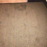 Ein fleckiger Teppichboden