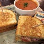 Ham & Gruyere Melt (smoked ham, tomato, gruyere cheese, dijonnaise, on grilled brioche)w/Tomato