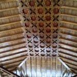 El techo de la recepción, al estilo nazarí.