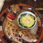 Photo de Hilltop Manor Bed & Breakfast