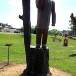 Legerwood Memorial Tree Carvings Foto