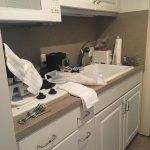 Kitchenette (no dishwasher)