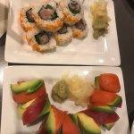 Sushi (pretty but bland)