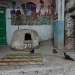 石造りの住居、食用のハトを飼っています。