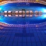 La piscina coperta con acqua marina a 30°