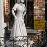 La statue à l'extérieur du restaurant