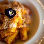Penne all'Amalfitana: Penne Rigate en salsa Pomodoro y mozzarella