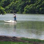 Un pêcheur sur la rivière.