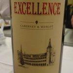 Gros Plan sur l'etiquette du Vin Rouge Local DALAT