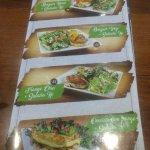 Novidades no cardápio: os tradicionais hamburguers agora em versões de prato, acompanhados com s