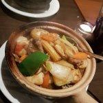 Kylling, biff og scampi i hvitløk og chili saus