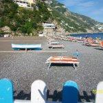 Una playa magnifica y un mar azulado bellisimo!!