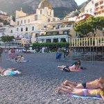 Atardecer en la playa grande de Positano