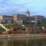 1200px-BudapestCastle_028_large.jpg