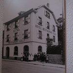 Façade de l' hôtel principal à l' époque.