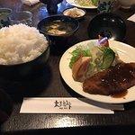 まだまだ完成ではありません。毎回、来る度に外観が変わっております。定食は、最高に美味しいです。追加料金でごはんの大盛りをすると日本昔話に出て来るようなごはんが盛られてきます。予約が出来ないので