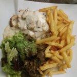 Dos de cabillaud avec sa bonne sauce aux moules-endives braisées-frites-salade !