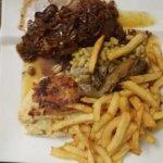 Pavé de boeuf et sa sauce échalottes-gratin dauphinois-frites-flageolets-endives !!!