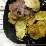 Batatas carregadas de óleo, pão seco e hamburger super passado sem sabor nenhum!