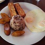 este fue mi desayuno, estaba divino, una delicia.
