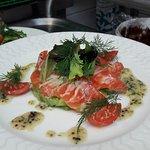 saumon gravelax et avocat sauce norvégienne