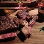 T-Bone Steak vom irischen Nature Rind. Medium Rare auf den Punkt gebraten und schon gelöst