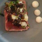 tataki di tonno con crema di zenzero mela e crescione