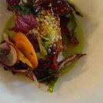 salmone con panatura di arachidi e centrifugato di insalata
