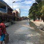 Small promenade between beach and restaurants.