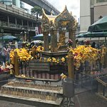 Erawan Shrine (Thao Mahaprom Shrine) Foto