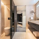 Harbour View Suite Bathroom