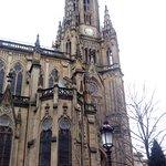 Saint Sébastien, la Cathédrale: Le clocher et vue partielle