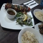 Brocheta de salmón y arroz basmati