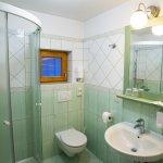 Mayer-Bathroom Cottage