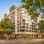 Exterior shot of Holiday Inn Melbourne on Flinders