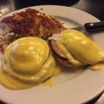 Eggs Benedict - definitely MEH.