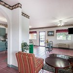 Photo de Econo Lodge & Suites