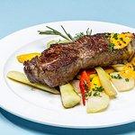 Roastbeef mit Gemüse und Bratkartoffeln