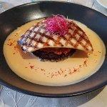 Filet de bar grillé, riz noir, sauce chorizo