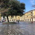 صورة فوتوغرافية لـ Place Garibaldi