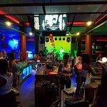 Sharky Bar and Restaurant Foto