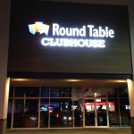 Foto de Round Table Pizza Clubhouse