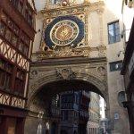 Foto de Rue du Gros-Horloge