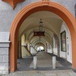 In dieser Passage befindet sich das Restaurant, direkt neben dem Marktplatz