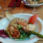 Salade tiède de foie gras poelé au vinaigre de cidre